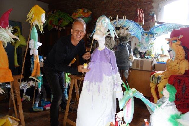 Ein Blick in die Werkstatt, wo gerade die Figuren zum Programm 2014/15 finalisiert werden.