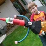 Fabio hat sich auch eine tolle Rakete gebastelt!